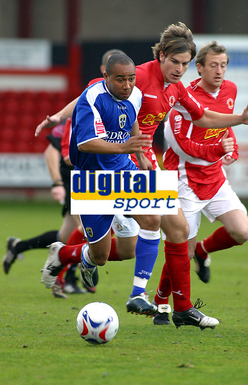 Photo: Dave Linney.<br />Crewe Alexander v Cardiff City. Coca Cola Championship. 17/04/2006.Cardiff's Jeff Whitley on the attack