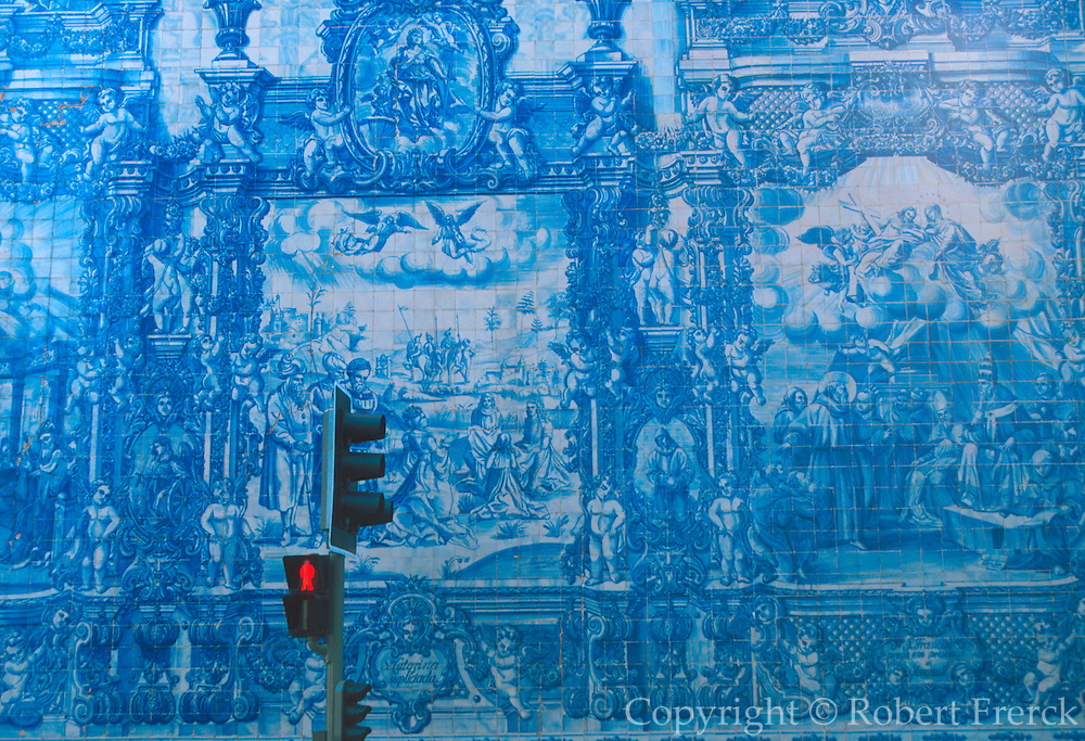 PORTUGAL, NORTH, DOURO RIVER, PORTO Capela Das Almas, a small church decorated with spectacular 17th century tiles