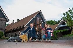 KITTEL Patrik (SWE), OATLEY Lyndal und Emilia, Well Done de la Roche CMF<br /> Dülmen - Homestory Patrik Kittel 2019<br /> 08. Juli 2019<br /> © www.sportfotos-lafrentz.de/Stefan Lafrentz