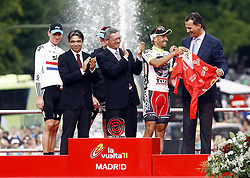 11.09.2011, Madrid,  ESP, LA VUELTA 2011, Finish, im Bild Juan Jose Cobo (2-r) gives his winner's jersey to Felipe de Borbon, Prince of Asturias (r), in presence of (L to R) Bradley Wiggins, Albert Soler, Minister of Sports, Christopher Froome and Alberto Ruiz Gallardon, Mayor of Madrid.September 11,2011. EXPA Pictures © 2011, PhotoCredit: EXPA/ Alterphoto/ Paola Otero +++++ ATTENTION - OUT OF SPAIN/(ESP) +++++