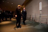 16 JAN 2009, BERLIN/GERMANY:<br /> Wladimir Putin (L), Ministerpraesident Russland, und Angela Merkel (R), Bundeskanzlerin, auf dem Weg zur Pressekonferenz, Bundeskanzleramt<br /> IMAGE: 20090116-01-023<br /> KEYWORDS: Vladimir Putin