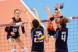 08-01-2016 TUR: European Olympic Qualification Tournament Nederland - Italie, Ankara<br /> De volleybaldames hebben op overtuigende wijze de finale van het olympisch kwalificatietoernooi in Ankara bereikt. Italië werd in de halve finales met 3-0 (25-23, 25-21, 25-19) aan de kant gezet / Debby Stam-Pilon #16, Anne Buijs #11