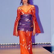Modeshow Sheila de Vries 2004, model, catwalk, Anna Drijver