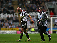 Photo: Andrew Unwin.<br /> Newcastle United v Celta Vigo. UEFA Cup. 23/11/2006.<br /> Newcastle's Antoine Sibierski (L) limps off the pitch to receive treatment.