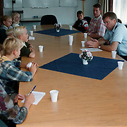 Kindervakantie wens 1999, rondleiding politieburo Huizen
