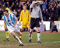Photo: Daniel Hambury.<br />Brighton & Hove Albion v Leicester City. Coca Cola Championship. 11/02/2006.<br />Brighton's Alexandre Frutos (L) celebrates his goal.