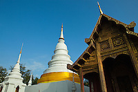 Wat Phra Singh Woramahaviharn is a Buddhist temple in Chiang Mai. King Ananda Mahidol (Rama VIII) the older brother of the present King Bhumibol Adulyadej (Rama IX), bestowed ithe status of Royal temple of the first grade in 1935.