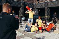 15.04.2018 Magdeburg, Stadthalle, David Hasselhoff, Konzert.<br /> <br /> David Hasselhoff ist in der Stadt und gibt ein Konzert, Kit steht vor dem Eingang und zahlreiche Fans machen Erinnerungsfotos. The Hoff ist Kult.Das Konzert ist nicht ausverkauft aber die Show soll gut gewesen sein. Einer seiner Bewunderer ist Ministpräsident Reiner Haseloff, ob er auch anwesend war ist leider nicht überliefert.<br /> <br /> © Harald Krieg