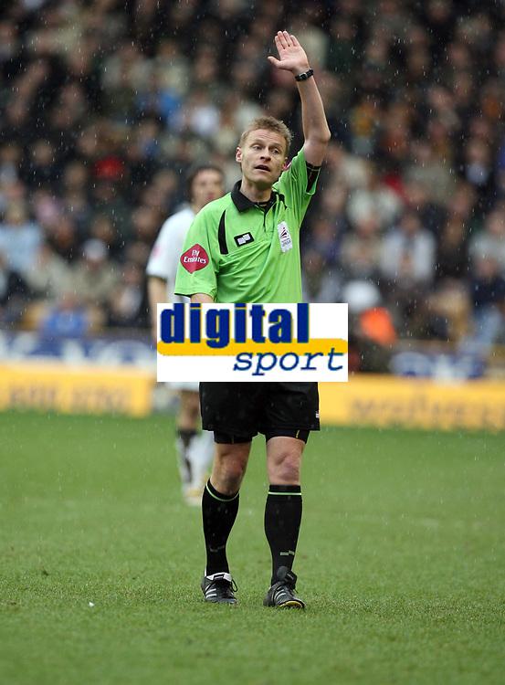 Photo: Rich Eaton.<br /> <br /> Wolverhampton Wanderers v Leeds United. Coca Cola Championship. 24/02/2007. referee Michael Jones