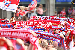 09.05.2010, Marienplatz, Muenchen, GER, 1. FBL, Meisterfeier der Bayern , im Bild Schals der Bayern Fans  , EXPA Pictures © 2010, PhotoCredit: EXPA/ nph/  Straubmeier / SPORTIDA PHOTO AGENCY