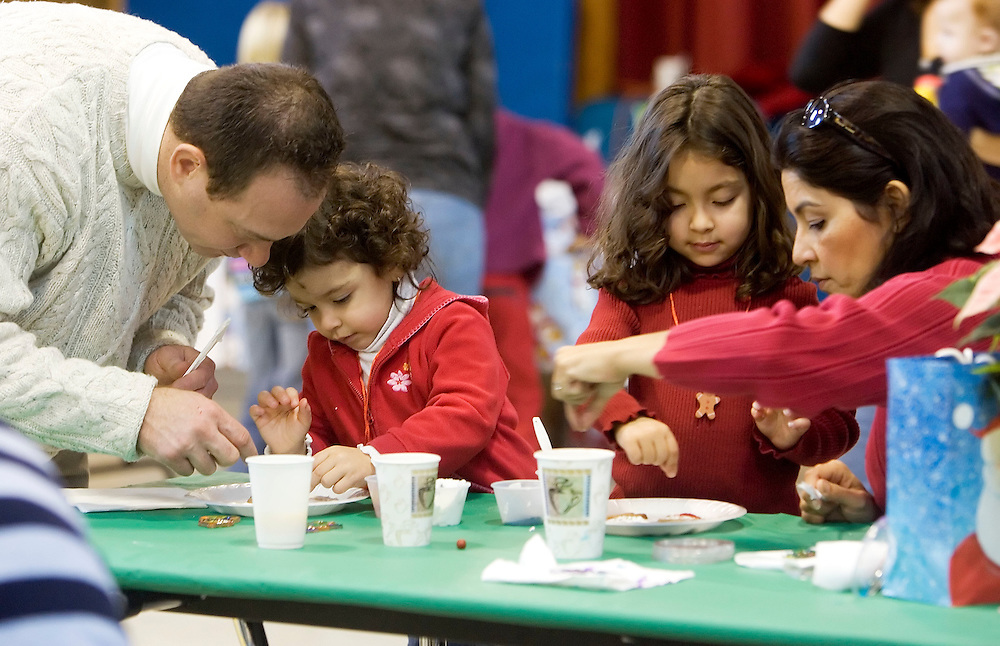 ROXBURY, CT- 11 DEC 2007- 121107JT04-.The Santella family, from left, Richard, Sofia, 2, Mia, 5, and Jackie decorate Christmas cookies at the Booth Free School's holiday breakfast on Saturday, Dec. 8 in Roxbury..Josalee Thrift / Republican-American
