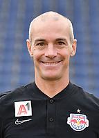 Download von www.picturedesk.com am 16.08.2019 (13:56). <br /> ABD0153_20190717 - SALZBURG - ÖSTERREICH: Physiotherapeut Scott Eisele beim Mannschafts-Fototermin mit dem tipico Bundesliga Fussball Verein FC Red Bull Salzburg am Mittwoch, 17. Juli 2019, in Salzburg. - FOTO: APA/BARBARA GINDL  _ - 20190717_PD2586
