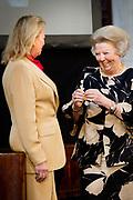 Prinses Beatrix heeft in het Koninklijk Paleis in Amsterdam 3 Zilveren Anjers uitgereikt. Dat is de prijs die prins Bernhard in 1950 in het leven riep als eerbetoon voor mensen die zich 'vrijwillig en onbetaald' inzetten voor cultuur of natuurbehoud. <br /> <br /> Princess Beatrix has awarded three Silver Carnations in the Royal Palace in Amsterdam. This is the price that Prince Bernhard in 1950 established it as a tribute to people who 'voluntarily and unpaid' work for culture or nature.<br /> <br /> op de foto / On the Photo:  Prinses Beatrix reikt de Zilveren Anjer uit aan Caroline de Westenholz, oprichtster van het Louis Couperus museum.<br /> <br /> Princess Beatrix awarded the Silver Carnation to Caroline de Westenholz, founder of the Louis Couperus Museum.