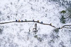 THEMENBILD - Illustration zum Thema Wintereinbruch, Neuschnee. Wanderer auf dem Weg zur Stüdlhütte dem Ausgangspunkt zur Besteigung des Grossglockner am Samstag, 26. September 2020, in Kals am Grossglockner. Dank eines frühen Wintereinbruchs hat es am Freitag und Samstag bis in viele Täler geschneit // Illustration on the subject of the onset of winter, new snow. Hikers on the way to the Stüdlhütte, the starting point for climbing the Grossglockner on Saturday, September 26, 2020, in Kals am Grossglockner. Thanks to an early onset of winter, it snowed on Friday and Saturday into many valleys. EXPA Pictures © 2020, PhotoCredit: EXPA/ Johann Groder