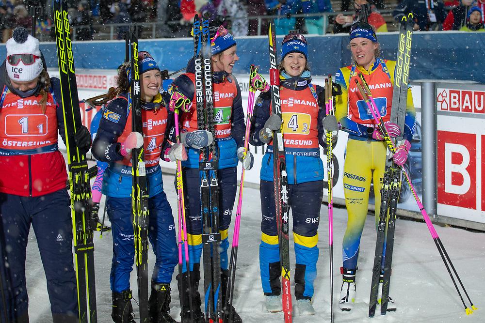 VÄRLDSCUP SKIDSKYTTE STAFETT DAMER 2019-12-08<br /> Glada Svenska treor i mål under söndagens stafett på Swedish National Biathlon Arena i Östersund.<br /> <br /> Foto:Per Danielsson/Projekt P