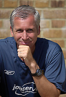 Photo: Daniel Hambury.<br />Gillingham v West Ham United. Pre Season Friendly. 29/07/2006.<br />West Ham's manager Alan Pardew.