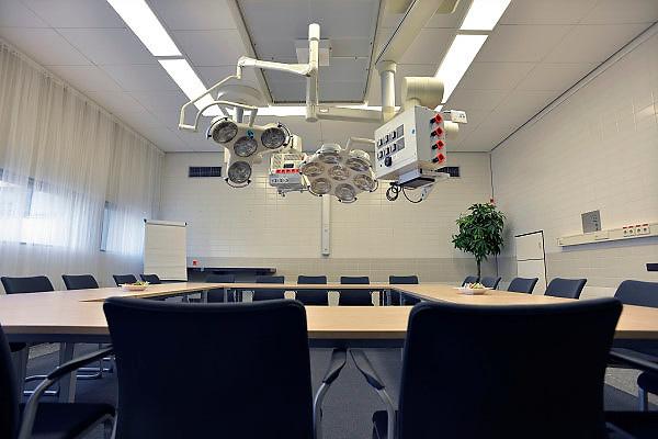 Nederland, Nijmegen, 9-3-2013Een operatiekamer van een ziekenhuis die niet meer gebruikt wordt is geschikt gemaakt om te vergaderen.Foto: Flip Franssen