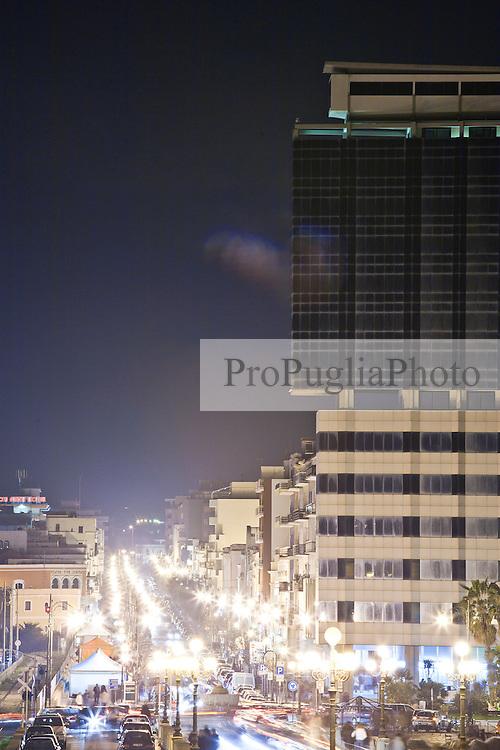 Vista del grattacielo che sovrasta Corso Roma a Gallipoli (LE), centro della vita notturna della città
