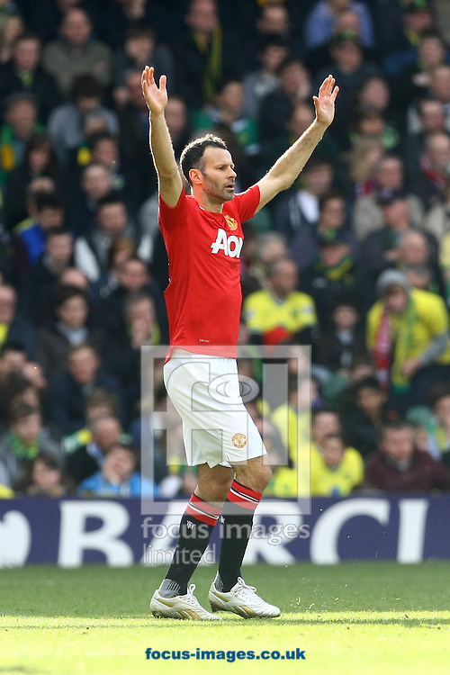 Picture by Paul Chesterton/Focus Images Ltd.  07904 640267.26/02/12.Ryan Giggs of Man Utd in action during the Barclays Premier League match at Carrow Road Stadium, Norwich.