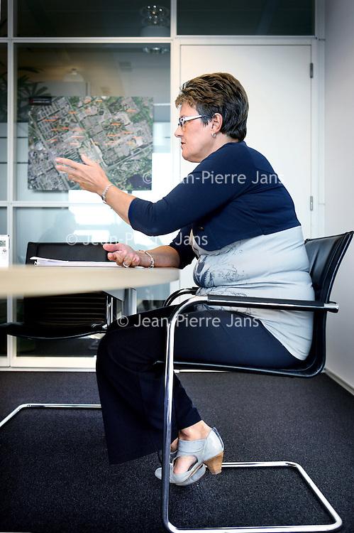Nederland, Amsterdam , 7 oktober 2013.<br /> Tweegesprek tussen de heer René Grotendorst (Voorzitter Raad van bestuur) van Rochdale en Betty Jungen, voorzitter Bewonersraad Rochdale.<br /> Foto:Jean-Pierre Jans