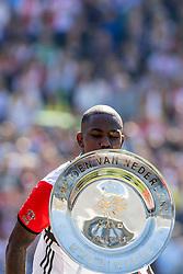 14-05-2017 NED: Kampioenswedstrijd Feyenoord - Heracles Almelo, Rotterdam<br /> In een uitverkochte Kuip pakt Feyenoord met een 3-1 overwinning het landskampioenschap / /De schaal, Eljero Elia #11