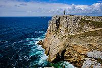 France, Finistère (29), Cornouaille, Presqu'île de Crozon, Camaret-sur-Mer, La pointe de Pen-Hir dans la mer d'Iroise, , monument aux Bretons de la France libre ou Croix de Pen-Hir // France, Finistere (29), Cornouaille, Presqu'île de Crozon, Camaret-sur-Mer, La pointe de Pen-Hir in the Iroise sea, monument to the Bretons of Free France