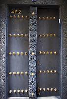Tanzanie, archipel de Zanzibar, ile de Unguja (Zanzibar), ville de Zanzibar, quartier Stone Town classe patrimoine mondial UNESCO, ancienne porte de la vieille ville // Tanzania, Zanzibar island, Unguja, Stone Town, unesco world heritage, old door