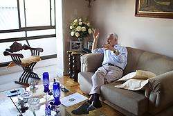 O ex-governador do Rio Grande do Sul, Pedro Jorge Simon, (Caxias do Sul, 31 de janeiro de 1930) é um advogado, professor universitário e político brasileiro. É atualmente senador pelo estado do Rio Grande do Sul, filiado ao Partido do Movimento Democrático Brasileiro (PMDB), na sua residência, em Porto Alegre. FOTO: Jefferson Bernardes/Preview.com
