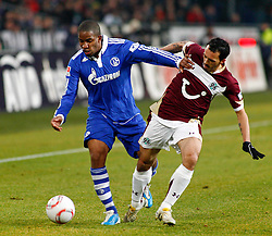 22.01.2011, AWD Arena, Hannover, GER, 1.FBL, Hannover 96 vs FC Schalke 04, im Bild Jefferson Farfan (Schalke #17) im zweikampf mit Sergio Pinto (Hannover #7) EXPA Pictures © 2011, PhotoCredit: EXPA/ nph/  Schrader       ****** out of GER / SWE / CRO ******