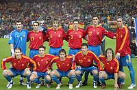 -Fotball<br /> Play off VM 2006<br /> Spania v Slovakia<br /> 12.11.2005<br /> Foto: DPPI/Digitalsport<br /> NORWAY ONLY<br /> <br /> SPAIN TEAM (BACK ROW LEFT TO RIGHT : IKER CASILLAS / LUIS GARCIA / DAVID ALBELDA / ASIER DEL HORNO / PABLO IBANEZ / FERNANDO TORRES. FRONT ROW : MICHEL SALGADO / XAVI / RAUL / JUANITO / CARLES PUYOL)
