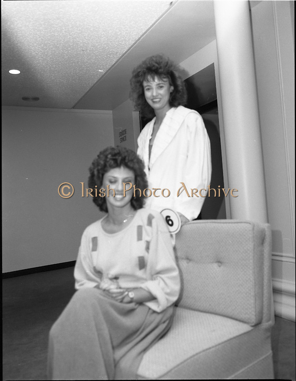 27/08/1984<br /> 08/27/1984<br /> 27 August 1984<br /> Miss Ireland/World contest at the National Concert hall. two of the finalists pose for the camera.