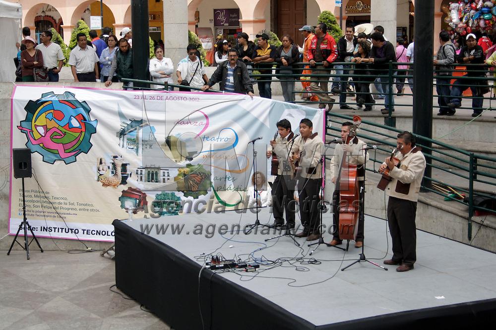 Toluca, México.- Este fin de semana concluyo el XXXI Festival Nacional de Arte y Cultura de los Institutos Tecnológicos que se llevo a cabo  en diferentes plazas de la capital mexiquense,en donde participan 92 institutos de la República Mexicana con más de 3 mil alumnos, quienes llevan a cabo actividades artísticas. Agencia MVT / Arturo Hernández S.