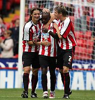 Fotball<br /> England 2005/2006<br /> Foto: imago/Digitalsport<br /> NORWAY ONLY<br /> <br /> 30.07.2005<br /> <br /> Torjubel Sheffield United, v.li.: Lilian Nalis, Torschütze Steven Kabba und Leigh Bromby