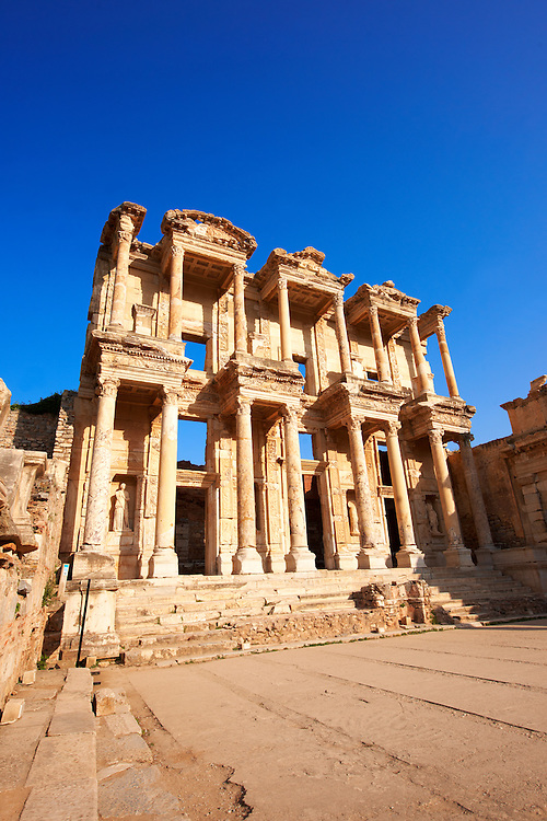 Picture Photo of The library of Celsus. Images of the Roman ruins of Ephasus, Turkey. Stock Picture & Photo art prints .<br /> <br /> If you prefer to buy from our ALAMY PHOTO LIBRARY  Collection visit : https://www.alamy.com/portfolio/paul-williams-funkystock/ephesus-celsus-library-turkey.html<br /> <br /> Visit our TURKEY PHOTO COLLECTIONS for more photos to download or buy as wall art prints https://funkystock.photoshelter.com/gallery-collection/3f-Pictures-of-Turkey-Turkey-Photos-Images-Fotos/C0000U.hJWkZxAbg