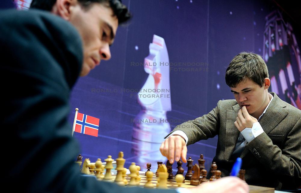 18-01-2010 SCHAKEN: CORUS CHESS 2010: WIJK AAN ZEE<br /> Derde ronde van het Corus Schaaktoernooi 2010 / Loek van Wely en Magnus Carlsen NOR<br /> ©2010-WWW.FOTOHOOGENDOORN.NL