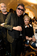 TAMARA BECKWITH AND ROBERTO CAVALLI, Exhibition of work by Marc Newson at the Gagosian Gallery, Davies st. London. afterwards at Mr. Chow, Knightsbridge. 5 March 2008.  *** Local Caption *** -DO NOT ARCHIVE-© Copyright Photograph by Dafydd Jones. 248 Clapham Rd. London SW9 0PZ. Tel 0207 820 0771. www.dafjones.com.