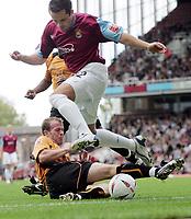 Fotball<br /> 2004/2005<br /> Foto: SBI/Digitalsport<br /> NORWAY ONLY<br /> <br /> West Ham v Wolverhampton Wanderers<br /> Coca-Cola Championship.  Upton Park.<br /> 02/10/2004<br /> <br /> West Ham's Matthew Etherington skips a challenge from Mark Clyde