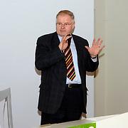 NLD/Huizen/20060227 - Bijeenkomst vrijwilligers Huizen georganiseerd door CDA Huizen met toespraak door 2de kamerlid