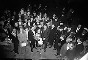 """Seán Dunphy returns to Dublin Airport from Vienna after taking second place in the Eurovision Song Contest with the song """"If I Could Choose""""..10.04.1967"""