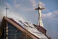 Bialystok, 21.04.2021. N/z pozar dachu kosciola pw sw Maksymilina Kolbego fot Michal Kosc / AGENCJA WSCHOD