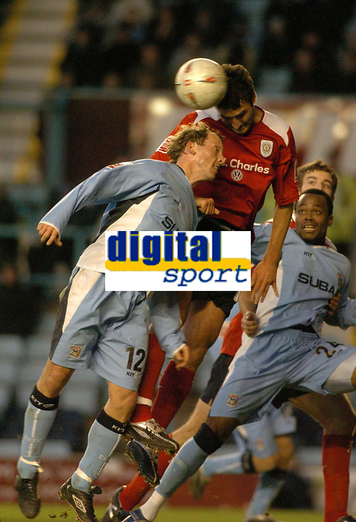 Fotball<br /> FA Cup England 2004/2005<br /> 3. runde<br /> 08.01.2005<br /> Foto: SBI/Digitalsport<br /> NORWAY ONLY<br /> <br /> Coventry City v Crewe Alexandra<br /> <br /> Crewe's Adi Moses (C) climbs higher than Coventry's Andy Morrell