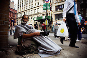 Clochard. New York, 11 giugno 2010. Christian Mantuano / OneShot