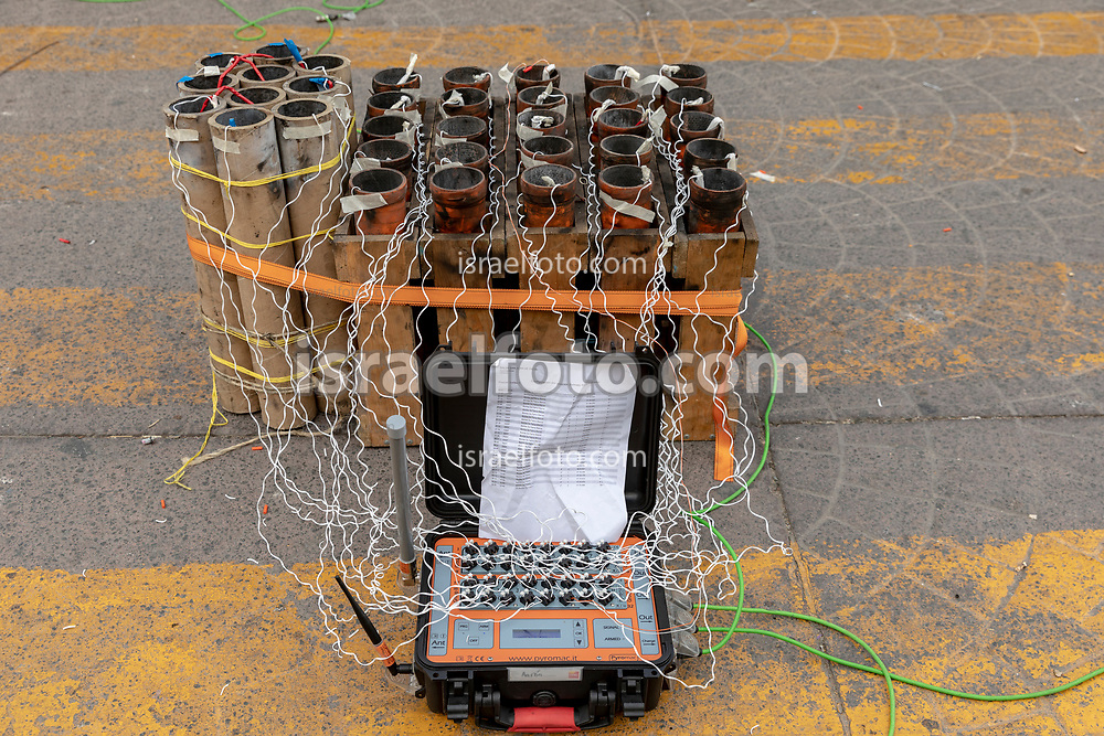 08 marzo 2021, Tultepec, México. Fuegos artificiales y su control de ignición listos para ser activados en la celebración anual de San Juan de Dios.