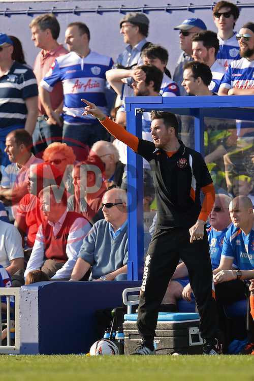 Blackpool's manager Barry Ferguson issues instructions to his team - Photo mandatory by-line: Mitchell Gunn/JMP - Tel: Mobile: 07966 386802 29/03/2014 - SPORT - FOOTBALL - Loftus Road - London - Queens Park Rangers v Blackpool - Championship