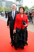 Feestelijke bijeenkomst t.g.v. 70ste verjaardag prof.mr. Pieter van Vollenhoven in het Beatrixtheater in Utrecht / Celebration of the 70th birthday of prof.mr. Pieter van Vollenhoven in the Beatrixtheatre in Utrecht.<br /> <br /> On the photo:<br /> <br />  Hans Wiegel