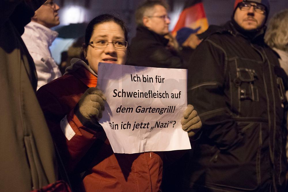 """05 JAN 2015, BERLIN/GERMANY:<br /> Demonstrant mit einem Blatt Papier, auf dem steht """"Ich bin für Schweinefleisch auf dem Gartengrill - Bin ich jetzt """"Nazi""""?"""", Baergida Demo """"Berliner Patrioten gegen die Islamisierung des Abendlandes"""", Spandauer Strasse<br /> IMAGE: 20150105-01-035<br /> KEYWORDS: Bärgida, Demonstranten, Protest, Demonstration,"""
