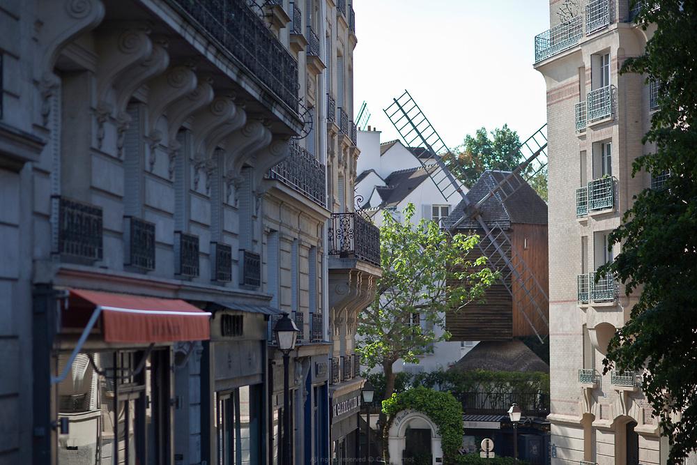 Moulin de la galette depuis la rue Lepic