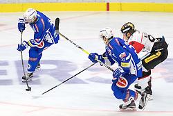 18.09.2016, Stadthalle, Villach, AUT, EBEL, EC VSV vs HC Orli Znojmo, 2. Runde, im Bild v.l. Markus Schlacher (EC VSV), Benjamin Petrik (EC VSV), Patrik Kaderavek (Znojmo) // during the Erste Bank Icehockey League 2nd Round match between EC VSV vs HC Orli Znojmo at the Stadthalle in Villach, Austria on 2016/09/18. EXPA Pictures © 2016, PhotoCredit: EXPA/ Johann Groder