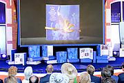 Het Droomboek is vandaag gepresenteerd op Paleis Het Loo in Apeldoorn. Het eerste exemplaar van het boek met toekomstdromen voor ons Koninkrijk werd aangeboden aan Koning Willem-Alexander in het bijzijn van honderden trotse inzenders van de dromen en Koningin Maxima.<br /> <br /> The Dream Book is presented today at Het Loo Palace in Apeldoorn. The first copy of the book with dreams of the future for our Kingdom was offered to King Willem-Alexander in front of hundreds of proud contributors of the dreams and Queen Maxima.