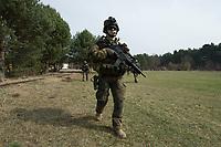 """03 APR 2012, LEHNIN/GERMANY:<br /> Kampfschwimmer der Bundeswehr trainieren """"an Land"""" infanteristische Kampf, hier Haeuserkampf- und Geiselbefreiungsszenarien auf einem Truppenuebungsplatz<br /> IMAGE: 20120403-01-015<br /> KEYWORDS: Marine, Bundesmarine, Soldat, Soldaten, Armee, Streitkraefte, Spezialkraefte, Spezialkräfte, Kommandoeinsatz, Übung, Uebung, Training, Spezialisierten Einsatzkraeften Marine, Waffentaucher"""